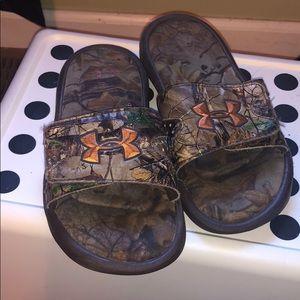 Boys size 2 Under Armour camo slides